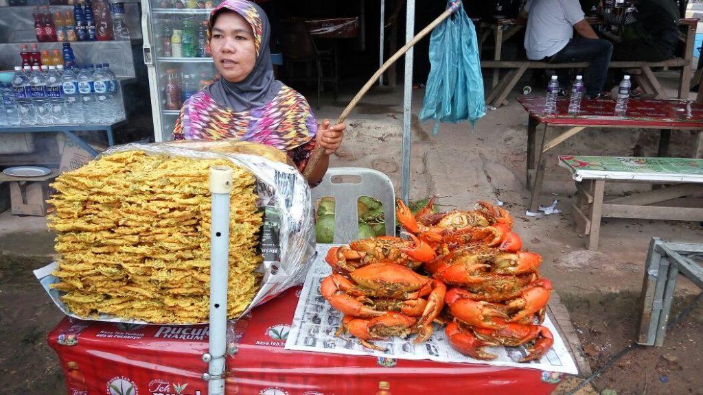 Penjual Penganan di Jembatan Barelang/batambanget